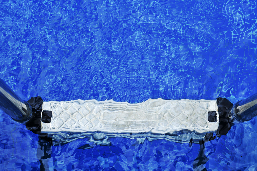 The major differences between a chlorine pool and an ultraviolet pool system.